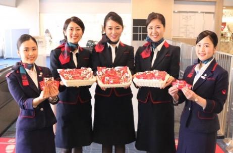 JALのCAからチョコレートプレゼント