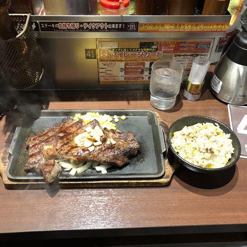 リブロースステーキとガーリックライス