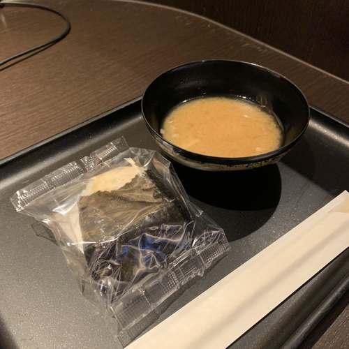 ダイヤモンド・プレミアラウンジおにぎりと味噌汁