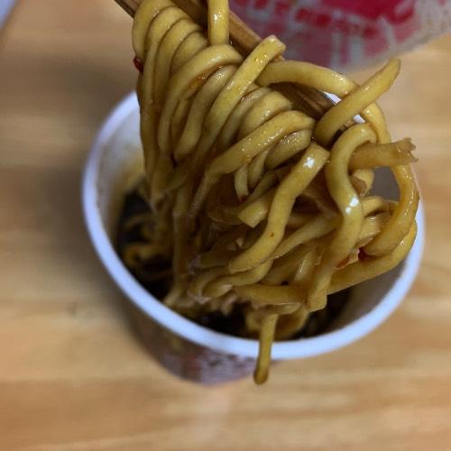 蒙古タンメン中本北極ブラックの麺