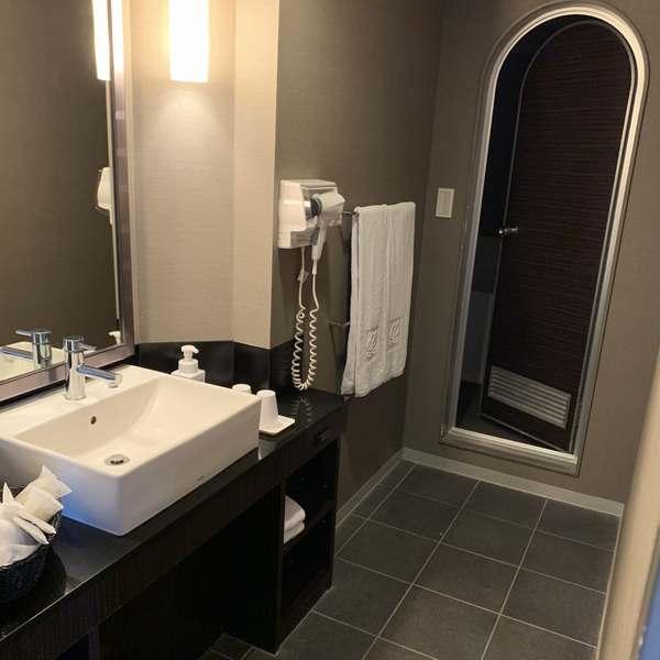 新宿プリンスホテルツインルームA洗面台シャワー室