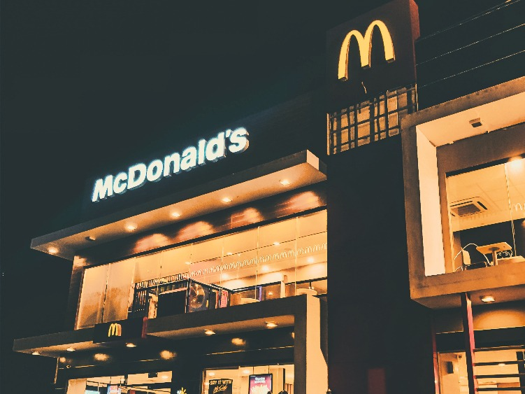 マクドナルド店舗イメージ夜