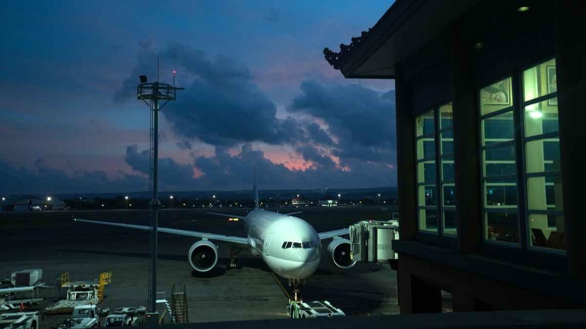 飛行機空港待機イメージ