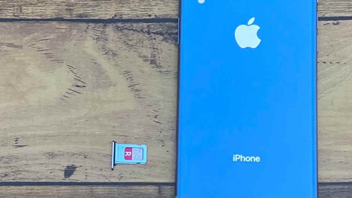 iPhoneXRとRakutenUN-LIMITのSIM