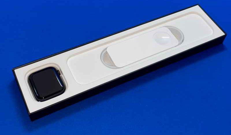 AppleWatchNikeSeries6本体と充電ケーブル