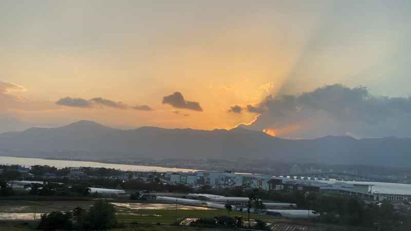 比叡山に沈む夕日