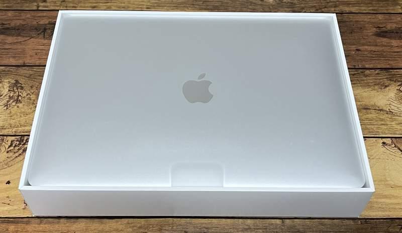MacBookAirパッケージ中身