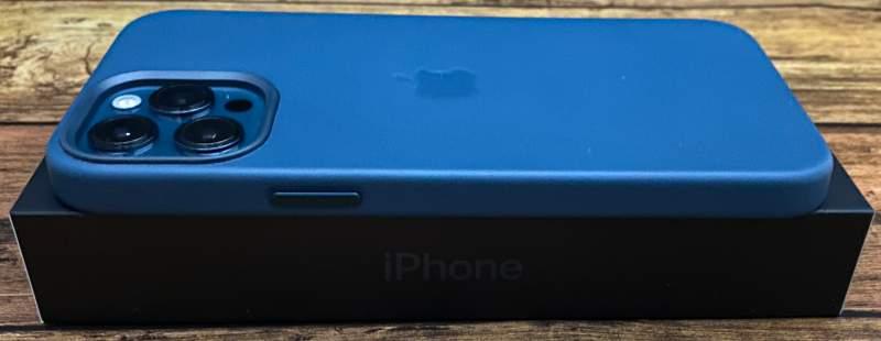 iPhone12ProMaxレザーケース電源ボタン側