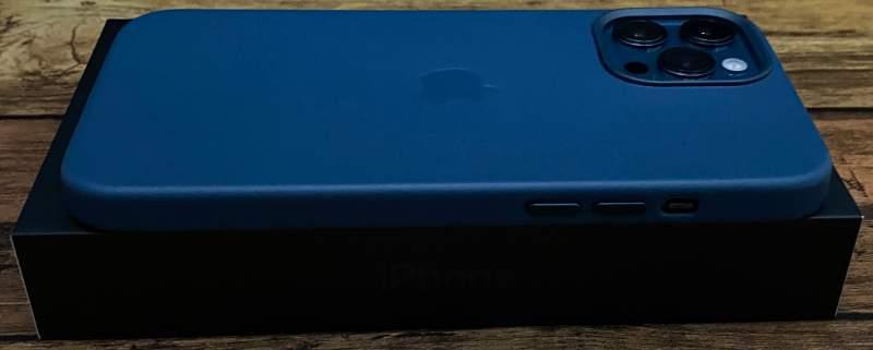 iPhone12ProMaxレザーケース音量ボタン側