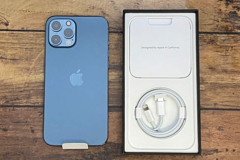iPhone12ProMax箱と本体