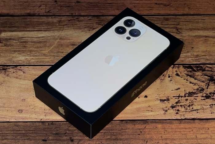 iPhone13ProMaxの外箱